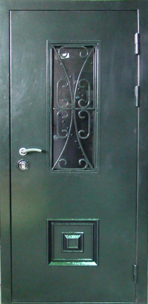 синяя филенчатая входная дверь